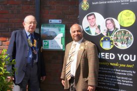Loddon Valley Lions President and The Mayor with the newly installed Defibrillator